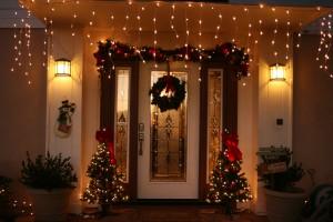 Christmas-Door-Decorating-Idea