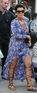 2B7315DD00000578-3201587-On_her_way_Momager_Kris_Jenner_wasn_t_far_behind_the_ladies_and_-a-27_1439884231514