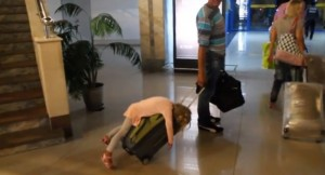 19128760-R3L8T8D-650-o-TIRED-GIRL-AIRPORT-SUITCASE-facebook