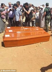 2BF6E24E00000578-3222135-Aylan_Galip_and_Rehan_s_coffins-a-27_1441360162301