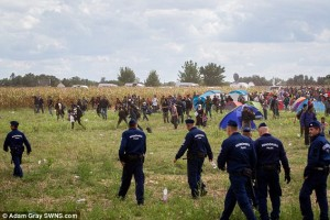 2C1357F700000578-3226888-Anger_Migrants_try_to_escape_a_holding_area_where_they_have_been-a-1_1441743927913