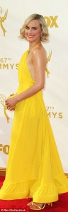 2C92943800000578-3242774-She_s_a_Barbie_girl_Actress_Elisabeth_Moss_opted_for_a_vibrant_p-a-18_1442