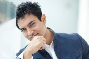 lawyer-files-case-against-aamir-khan-over-nude-pk-poster_020814104021