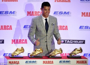 2D5E96FB00000578-3270764-The_Real_Madrid_superstar_is_the_first_player_to_win_the_Europea-a-25_1444822276951