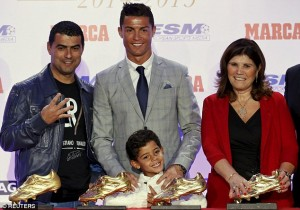 2D5EF69A00000578-3270764-Ronaldo_was_joined_by_his_family_brother_Hugo_left_son_Cristiano-a-30_1444822276958