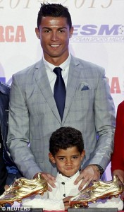 2D5EFD9300000578-3270764-Ronaldo_was_jokingly_frustrated_when_his_son_forgot_his_own_name-a-29_1444822276956