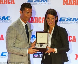 2D5F3A9000000578-3270764-Ronaldo_is_presented_with_a_Tag_Heuer_watch_by_a_representative_-a-21_1444822276946