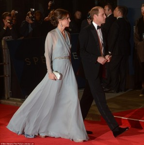 2DCFFA9D00000578-3290502-Stunning_The_premiere_was_also_attended_by_the_Duke_and_Duchess_-m-1_1445890786661