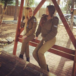 israeli_army_girls_that_are_real_beauties_in_uniform_640_10