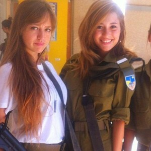 israeli_army_girls_that_are_real_beauties_in_uniform_640_28