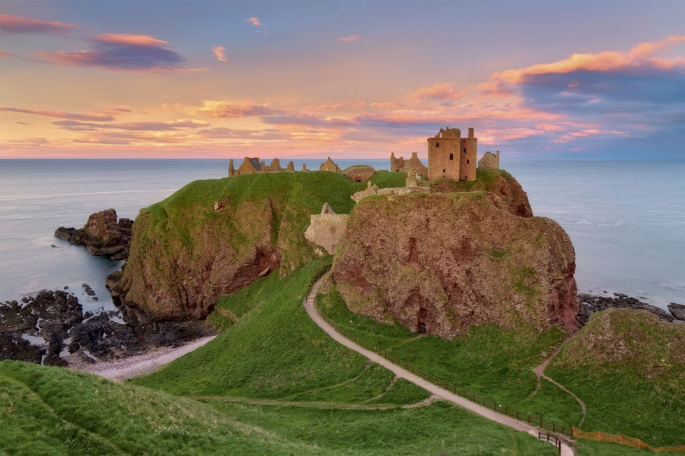 gallery-1449606794-dunnottar-castle-scotland-getty
