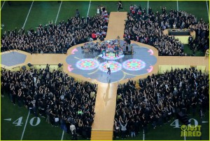 coldplay-super-bowl-halftime-show-2016-video-03