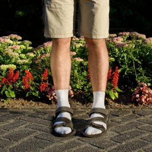 19120465-socks-sandals-1479266048-650-e5e3a6220e-1479388354